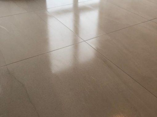 Vloer 1 m2 tegel gerectificeerd + toilet betegeld